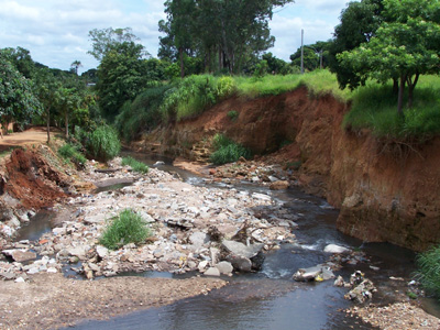 Resultado de um córrego que recebe volume de água elevado e sem proteção da mata ciliar.Foto: Observatório Geográfico de Goiás