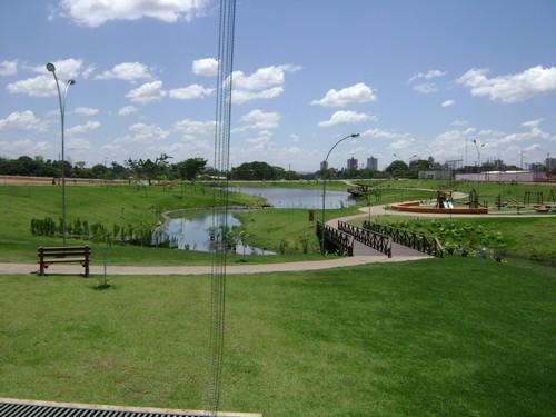 Vista do lago no parque Cascavel