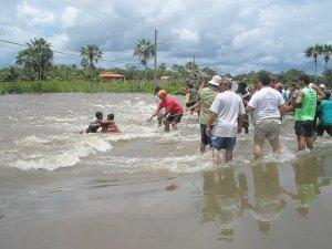 p4070259-enchentes-salvamento