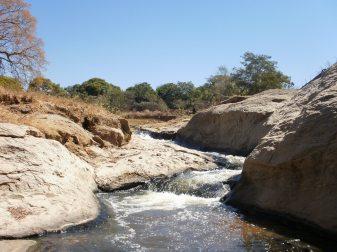 Córrego do Almeida. Quem sabe um dia poderemos novamente nos banhar nessas águas e brincar nas corredeiras...