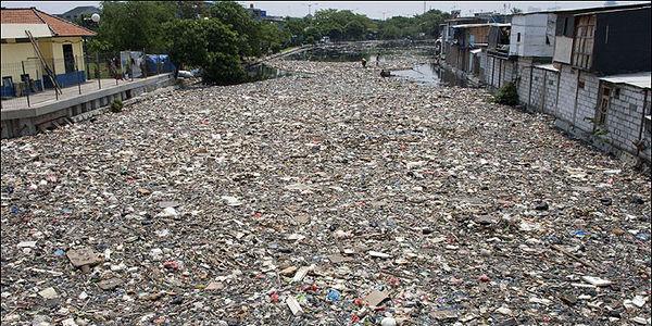 Um dos rios mais poluídos do mundo – O rio Citarum naIndonésia