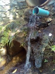 Ponte logo após a nascente do córrego Água Branca